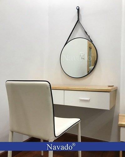 Gương tròn treo bàn trang điểm dây da đen 60cm