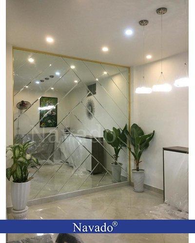 Gương bỉ ghép ô cải tạo không gian phòng khách