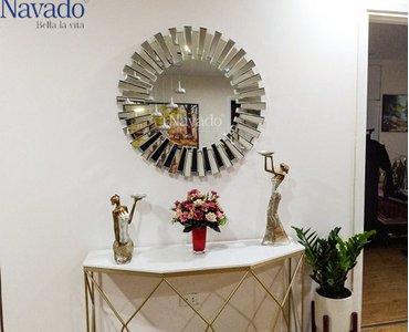 Phòng khách nổi bật với gương treo tường Đà Nẵng